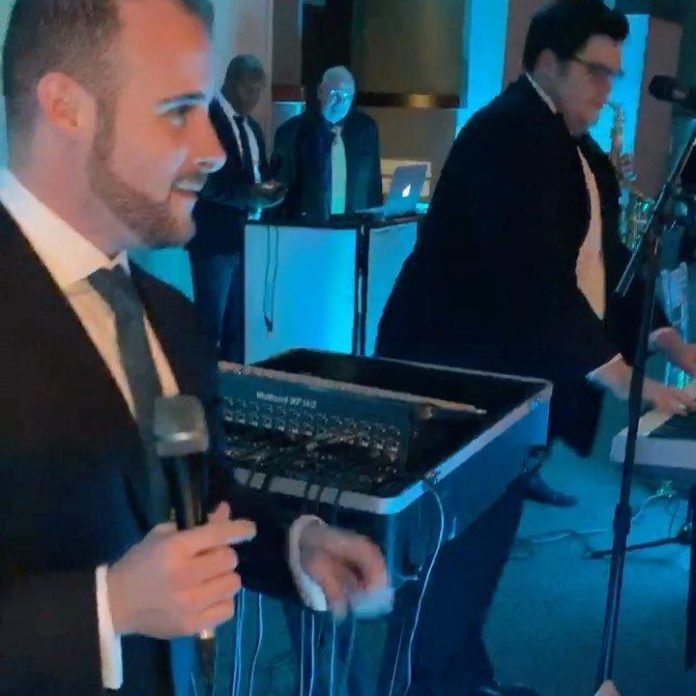 Awesome Wedding! #onlysimchas Mordy Weinstein singing. Craig Resmovitz on keys. @sheersimcha